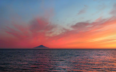 atlasova island at sunset from cape kambal'nyy, kamchatka 2 (Russell Scott Images) Tags: atlasovisland ostrovatlasova kurilislands kurileislands sunset cape mys kambal'nyy kamchatkapeninsula russianfareast russia