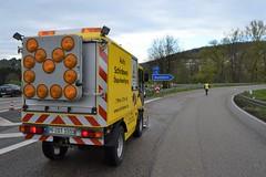 A8 bei Pforzheim-Ost: Ölspurbeseitigung - 17.04.2017 (GoldstadtTV) Tags: a8 ölspur