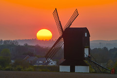 Must Have Been A Bad Day... (paulinuk99999 - tripods are for wimps :)) Tags: paulinuk99999 sunset pitstone windmill england spring april 2017 sal70400g