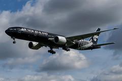 Air New Zealand / B773 / ZK-OKQ / EGLL 27L (_Wouter Cooremans) Tags: groen egll lhr heathrow spotting spotter avgeek aviation airplanespotting air new zealand b773 zkokq 27l airnewzealand all black livery allblacklivery