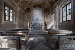 A little bit cross (Matthew Hampshire) Tags: chaple italy pews altar