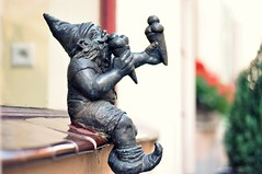 Wrocław's dwarf..... (Eggii) Tags: light warm time dwarf icecream f18 sunnyday freeday wrocław nikkor50mm18 nikond90 eggii wrocławsdwarfs