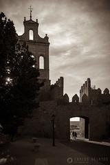 Atardecer en la Puerta del Carmen (Carlos Velayos) Tags: atardecer puerta streetphotography arco muralla avila murallas espadaa fotodecalle
