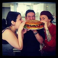 #burger #milan #sunnysideup #food (arakiboc) Tags: food milan burger sunnysideup uploaded:by=flickstagram instagram:photo=67952423092495187016780855 instagram:venuename=sunnysideup instagram:venue=100687728