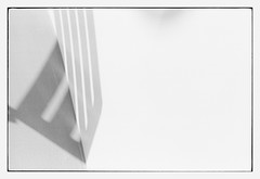 shadow on the wall (look-book) Tags: leica bw white black film look analog book photo blackwhite und foto trix d76 fotos handheld mp analogue lookbook selfdeveloped 949 drumscan analogous imacon analogicas análogo blackandwhitesw