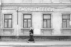 (Moscow's streets in April) (Nekr0n) Tags: street leica city 2 urban blackandwhite bw film monochrome zeiss 35mm vintage t ed 50mm blackwhite nikon fuji russia iso400 moscow strasse streetphotography rangefinder ishootfilm m nostalgia 400 carl stadt pro fujifilm streetphoto f2 135 5000 50 schwarzweiss coolscan m6 manualfocus planar leicam6  zm 400h  fujicolorpro400h analoge primelens strase filmisnotdead messsucher carlzeissplanart50mmf2zm