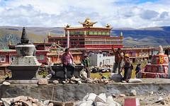 Volenteers building stupas at Yakzé Gön monastery, Tibet 2013 (reurinkjan) Tags: nyingma 2013 བོད་ལྗོངས། ©janreurink tibetanplateauབོད་མཐོ་སྒང་bötogang tibetབོད buddhistསངས་རྒྱས་ཆོས་ལུགས་པ monkགྲྭ་བ།grwaba prayerwheelའཁོར་ལོ་khorlo prayerwheelམ་ནི་ཆོས་འཁོར་manichoskhor buddhismསངས་རྒྱས་ཆོས་ལུགས།sangsrgyaschoslugs khamཁམས།easterntibet ༢༠༡༣ khamཁམས་བོད khamsbodkhamwö dergeསྡེ་དགེ།county manigangomanigegoམ་ཎི་གད་མགོ yakzégönགཡག་ཟེ་དགོན། founding1687 oldmonkwithprayerwheel