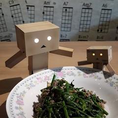 ผักหวานผัดหนำเลี๊ยบ ผักกรอบ อร่อยอ่ะ กินกะข้าวสวยร้อนๆ นะ อิ่มพุงแตกแน่!!! #ชิมไปทวิตไป