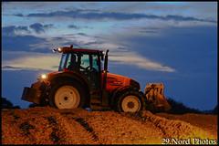 Ensilage en Finistère (29.Nord Photos) Tags: tractor canon eos brittany traktor bretagne breizh renault blade lame agriculture tas rz tracteur breton agri 636 maïs agricole 600d bretonne arès 2013 ensilage tassage agriculteur