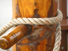 cleat and rope (muffett68 ) Tags: rope cleat mysticseaport