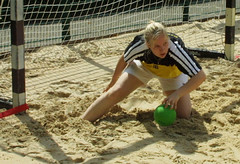 0026-fotogalerie-rv.ch (Robi33) Tags: sun man beach sports switzerland fight goal jump sand play competition basel players derby referees ballsports beachhandball actionball teamviewerchampionship