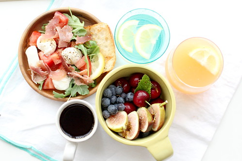 breakfast healthy 3cups 健康早餐 (Photo: with wind on Flickr)