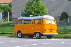 Happy Camper (Triborough) Tags: ny nyc newyork newyorkcity richmondcounty statenisland emersonhill vw volkswagen type2 transporter camper van car רכב
