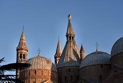 .... le cupole del Santo (antosti) Tags: italia padova cupole santo piombo guglie cielo muratura mattoni nikon d750 vr architettura heritage