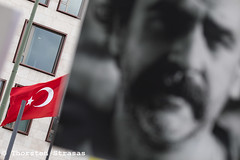 Mahnwache in Berlin für Pressefreiheit in der Türkei (tsreportage) Tags: ai ahmetsik amnestyinternational aslierdogan berlin botschaft denizyücel freedeniz journalismus kundgebung mahnwache meinungsfreiheit pressefreiheit rog redefreiheit reporterohnegrenzen schild tiergarten tuerkei turkey embassy eporterswithoutborders freedomofspeech journalism pressfreedom protest rally sign