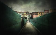 Amori in corso (Raul-64) Tags: persone composizione case sentiero texture sottomarina chioggia veneto italia