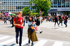 At Shibuya Scramble Intersection : 渋谷スクランブル交差点にて (Dakiny) Tags: 2017 spring april japan tokyo shibuya station shibuyastation city street intersection scrambleintersection shibuyaintersection shibuyascrambleintersection people portrait man woman couple group girl nikon d7000 sigma 1770mm f284 dc macro os hsm sigma1770mmf284dcmacrooshsm nikonclubit