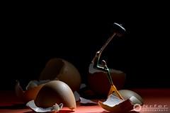 Rompehuevos..... (nrfer) Tags: nikon d7200 digital fósforos escena huevos arte color