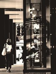 titre à votre choix (photosgabrielle) Tags: photosgabrielle monochrome sepia people streetphotography urban urbain montreal ville city