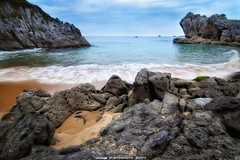 Playa El Sable (Cantabria) (JoseMi Campos) Tags: fotografia naturaleza paisaje playa isla cantabria longexposure mar nikon d5300 tokina
