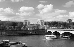 - (.urbanman.) Tags: paris seine trocadéro palaisdechaillot iéna pontdiéna circulationfluviale vedettes bateaux