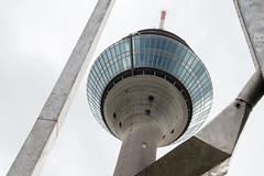 Fernsehturm Düsseldorf (Tafule79) Tags: rheinturm fernsehturm medienhafen düsseldorf ausblick blickwinkel tag day