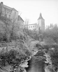 Castle Reichenstein (nikolaijan) Tags: plaubelmakina 67 ilford delta100 120 film epson750pro austria muehlviertel oberoesterreich plaubel bw