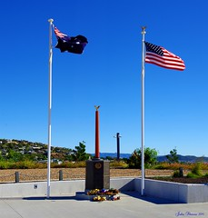 US 5th Air Force Memorial - Kissing Point 2014 (John Skewes) Tags: panorama army stitch flag military australia hires queensland pan airforce stitched townsville usflag highres australianflag northqueensland kissingpoint