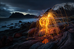 [ ... firestarter ] (D-P Photography) Tags: blue beach norway night strand canon dark landscape norwegen workshop nd landschaft lofoten steelwool nood northernnorway stahlwolle uttakleiv dpphotography ndgradleefilters