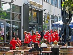 Fans des FCB am Alex (Jonny__B_Kirchhain) Tags: berlin germany deutschland alexanderplatz alemania fans allemagne mitte germania alemanha fcb bayernmnchen  berlinmitte pokalfinale niemcy    republikafederalnaniemiec repblicafederaldaalemanha  pokalfinale2014