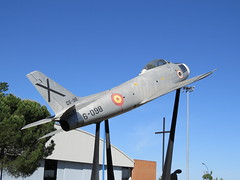 North American F-86 Sabre (E. Zamora) Tags: madrid españa airplane fighter flight aeroplane sabre avión pilot aircrafts caza estadosunidos f86 eeuu aviación piloto ejércitodelaire northamericanf86sabre baseaéreadetorrejón escuadrón121 escuadrón122