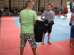 "zomerspelen 2013 karate clinic • <a style=""font-size:0.8em;"" href=""http://www.flickr.com/photos/125345099@N08/14407232115/"" target=""_blank"">View on Flickr</a>"