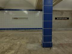 Halb und Halb  - Berlin underground station (Sockenhummel) Tags: underground fuji tube zug bahnhof ubahn fujifilm x20 bahnsteig boddinstrase fujix20 ubhfboddinstrase