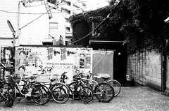 (Yuwei*) Tags: tokyo pentaxmx kodak400tx streetsnap pentaxsmc30mmf28