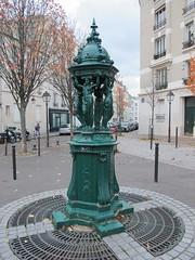 Fontaine Wallace verte - Place de la Commune de Paris, Paris XIIIe (Yvette Gauthier) Tags: paris vert wallace fontaine paris13 richardwallace fontainewallace charlesaugustelebourg