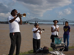 Cuttin' Heads on the Mississippi River (Zach Brien) Tags: louisiana streetperformers neworleans trumpet mississippiriver moonwalk clarinet levee frenchquarterfestival2014