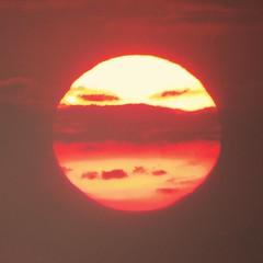 Sunny Face (Mattijsje) Tags: light sunset sun weather circle solar zonsondergang sundown bright spotlight round helder zon circel rond onderweg zonsopkomst