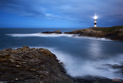 Guame (fusky) Tags: light sea sky espaa luz clouds faro mar spain waves asturias cielo nubes olas nightcolours islapancha fusky