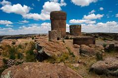 Chulpas de Sillustani, Puno, Peru (Martintoy) Tags: puno nikon peru andean andes titicaca lagotiticaca chulpas chulpa