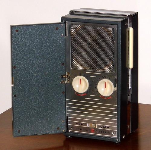 vintagegeneralelectricmodel140portableradio vintageradiocollection radiocollection oldradios vintageradios