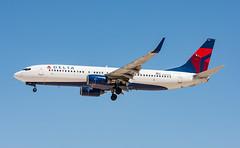 Delta - Boeing 737-832 - N385DN (ejtope) Tags: n385dn klas las mccarran aviation boeing delta airlines 737832 aircraft airplane 737 738