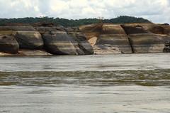 Rocks and River 4 (Aztlek) Tags: roca rock formacionesrocosas rockformations orilladelrío banksoftheriver orinocoriver paisaje landscape ríoorinoco orinoco fotoexpedición fotoexpediciónorinoco vichada colombia photoexpedition orinocophotoexpedition trekking hiking senderismo caminata viajaryvivir afsdxnikkor18200mmf3556ged nikkor 18200mmf3556 f3556 f13556 ufraw ilovenature nikond7000 nikon d7000 nikongpsunit gpsunitgp1 gpsunit photography fotografía