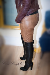 elle332 (Cuir Couple) Tags: cuir leder leather cuero veste jacket jupe skirt pantalon pant hosen mistress maitresse cuissardes maître master bondage bdsm