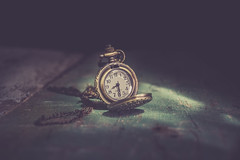we think we have time (Ayeshadows) Tags: vintage poket watch pendent light shadows quartz chain nikkon old