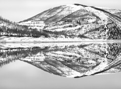 _DSC8700 (Giuseppe Cocchieri) Tags: bw blackwhite blackandwhite bianconero biancoenero black nero bianco white landscape paesaggio lake lago winter inverno water acqua reflection riflessi waterscape mountain montagna hill hills colline collina allaperto earth terra neve snow