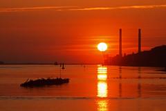 Schiffbruch am Strand (Lilongwe2007) Tags: hamburg blankenese deutschland sonnenuntergang wrack schiffe elbe strand kraftwerk industrie landschaft