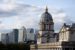 Wren and Canary. Greenwich, London (MJ Reilly) Tags: wren canary canarywharf greenwich oldroyalnavalcollege ornc nikon d7200 nikond7200 classical modern architecture skyline londonskyline oldandnew