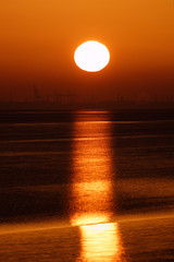 Beam of Light (alan.irons) Tags: sun sunrise light beam riverhumber water hull sunlight silhouette dawn morning morn orangeskies
