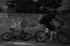 vultobiker (Bruno Nogueirão) Tags: street streetphotography streetphotographer streetphoto rua fotografiaderua fotografiadocumental bike fixa fixedgear d7200 35mm18 pb bw pretoebranco blackandwhite longaexposição longexposition