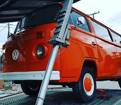 After a full restoration process, departing for a new life in Belgium! #restorationtour #restorations #vw #volkswagen #t2 #vintagevans #smartmovingmedia (smartmovingmedia) Tags: restorations volkswagen vw restorationtour t2 smartmovingmedia vintagevans